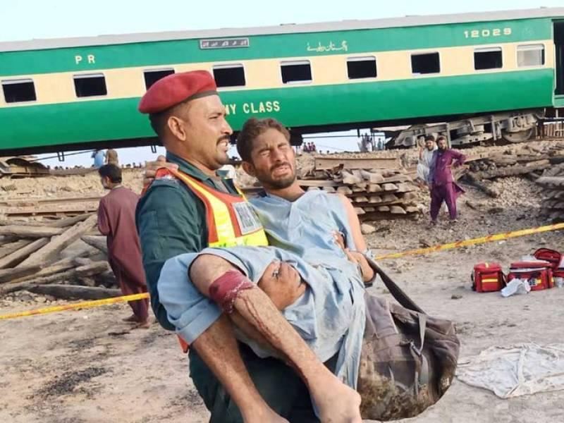 At least 30 dead, dozens injured in Rohri train crash
