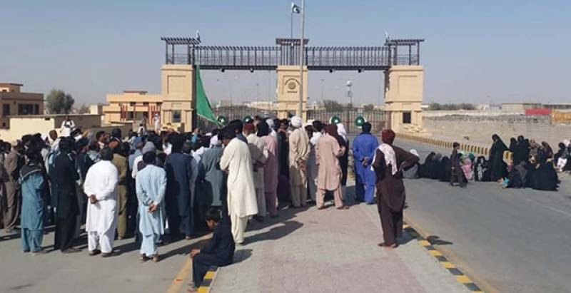 Pakistan allows over 300 citizens to return from Iran via Taftan border