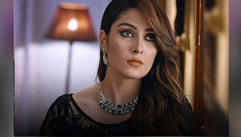 Ayeza Khan slams rumours of being harassed at the airport