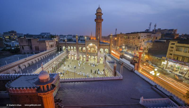 Women worshipers allowed to enter Peshawar's Sunehri Mosque after long ban