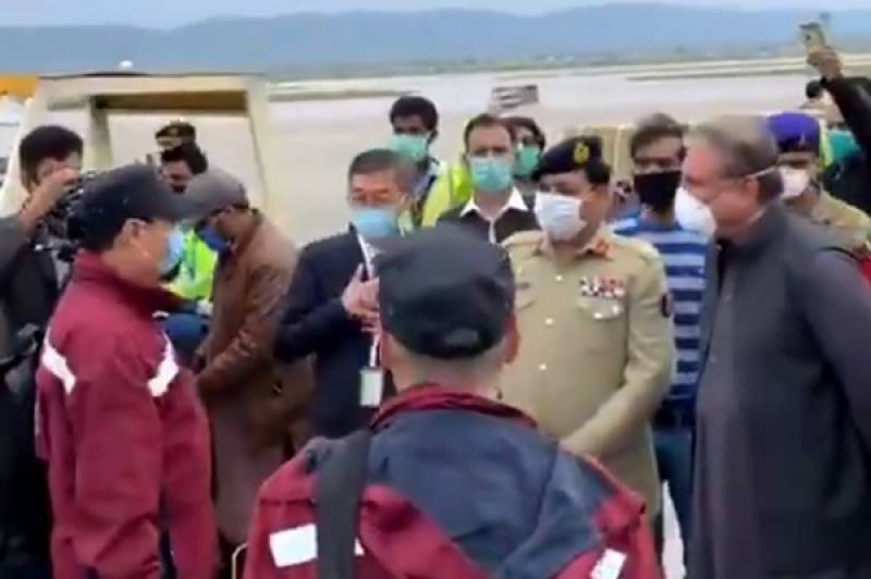 Chinese special flight carrying medical team, relief assistance lands in Pakistan
