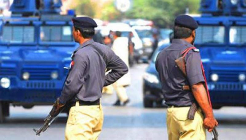 Karachiites thrash policemen for stopping Friday prayer