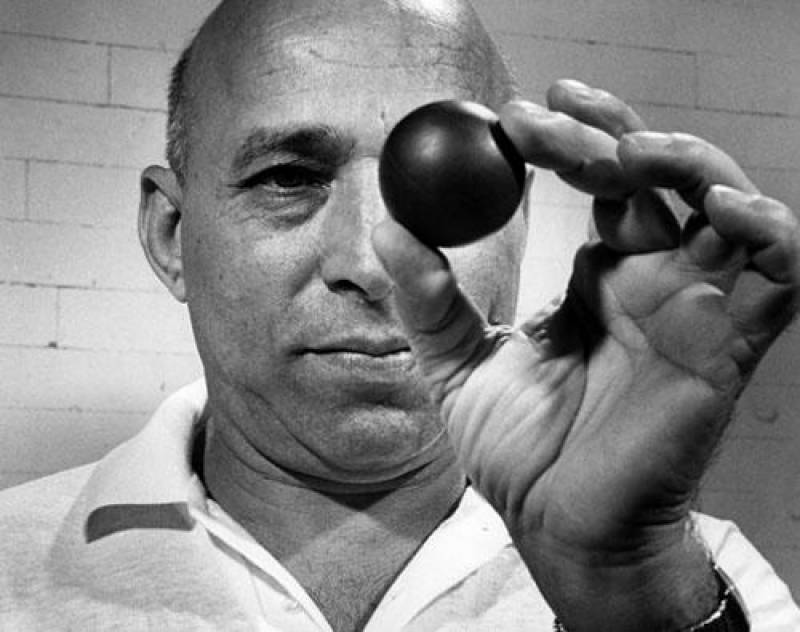 Hashim Khan: Google Doodle honours Pakistani squash legend