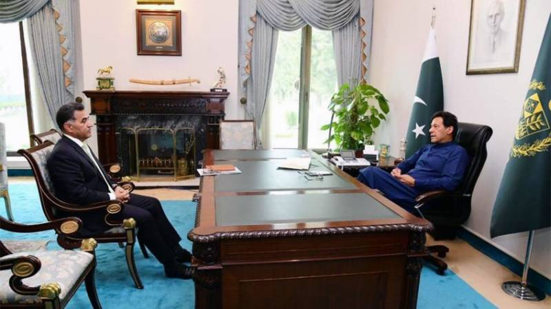 Top spymaster calls on PM Imran