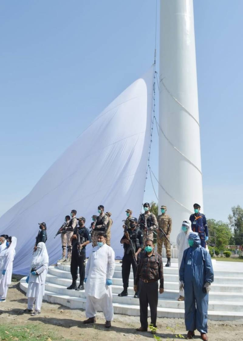 COVID-19: Sukkur mayor hoists world's largest white flag to salute frontline soldiers