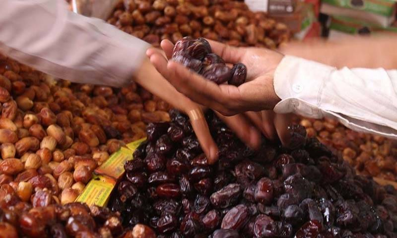 Saudi Arabia gifts 150 tons of dates to Pakistan