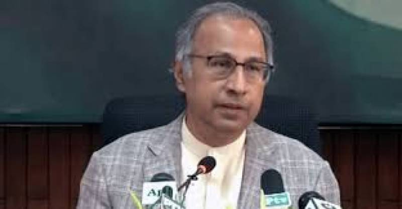 Govt to pass on benefit of reduced oil prices in int'l market to public, says Hafeez