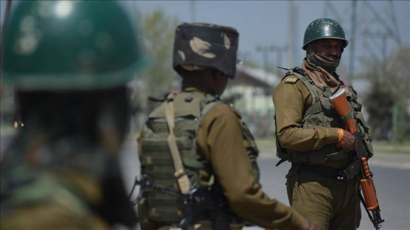 COVID-19: Indian police beat up quarantined people in IoK