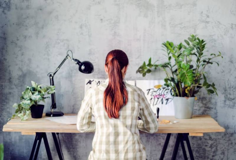 Why you should keep a plant on your desk, according to science