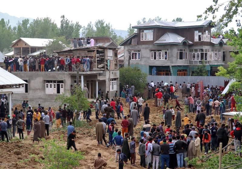 Kashmiri man martyred, dozens injured in Indian troops' firing on mourners