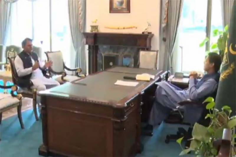 Fawad briefs PM Imran about local production of COVID-19 related goods