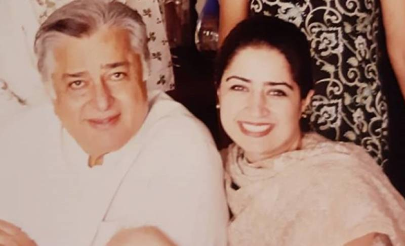 Ageless Atiqa Odho shares throwback picture with Shashi Kapoor