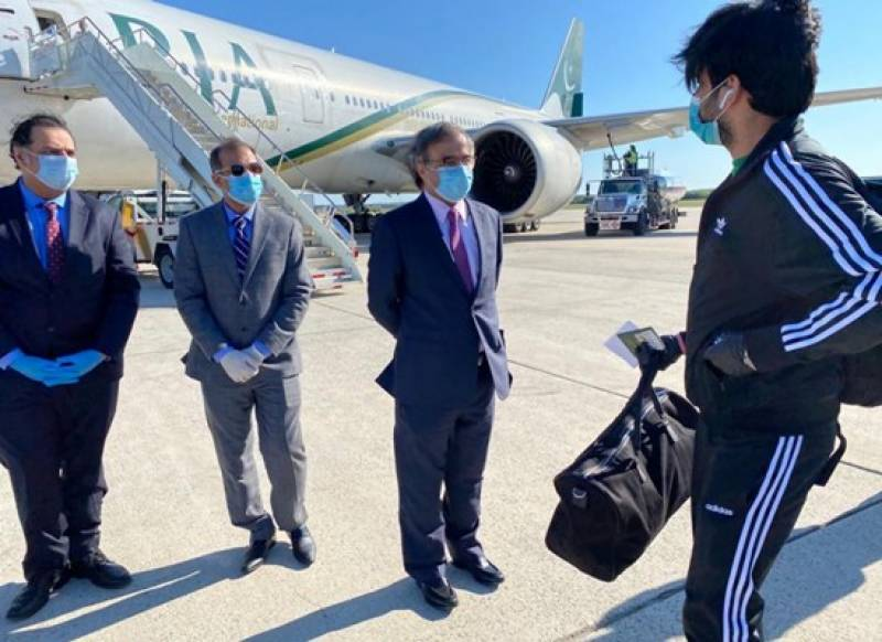 Pakistani students stranded in US depart for Lahore