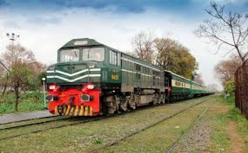 Pakistan Railways planning to install 2,000 fire extinguisher in trains