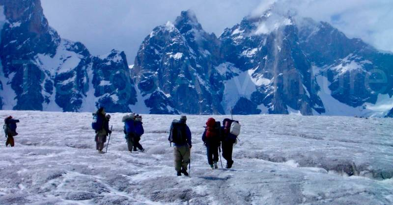Chinese scientists extract deep ice core samples from Pakistan's mountains