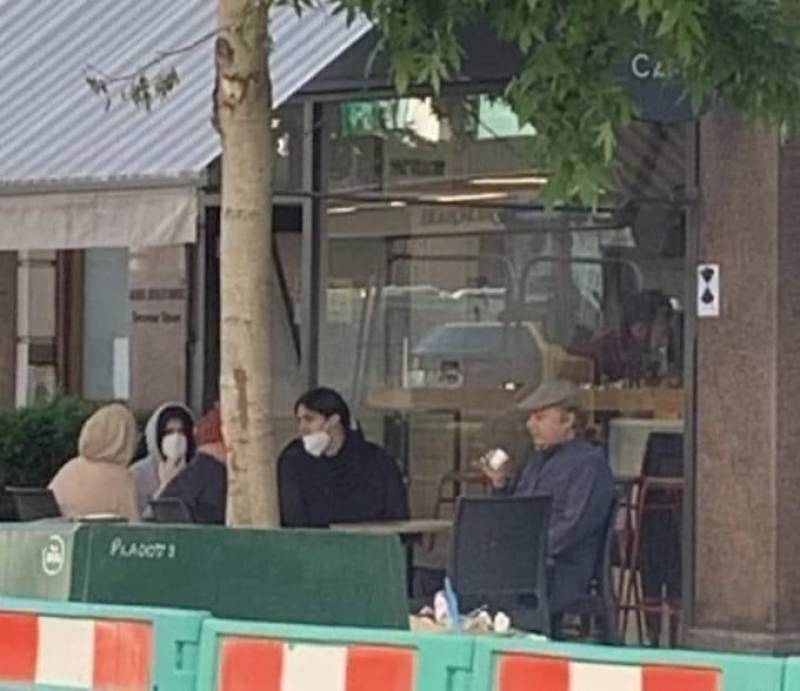 Latest pics of Nawaz Sharif, having coffee in London, take Twitter by storm