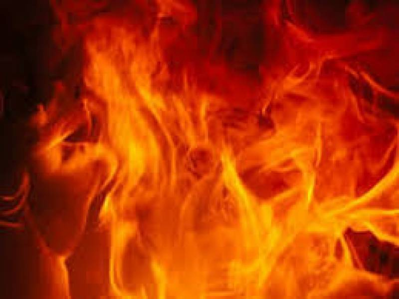 5 killed after oil refinery catches fire in Faisalabad