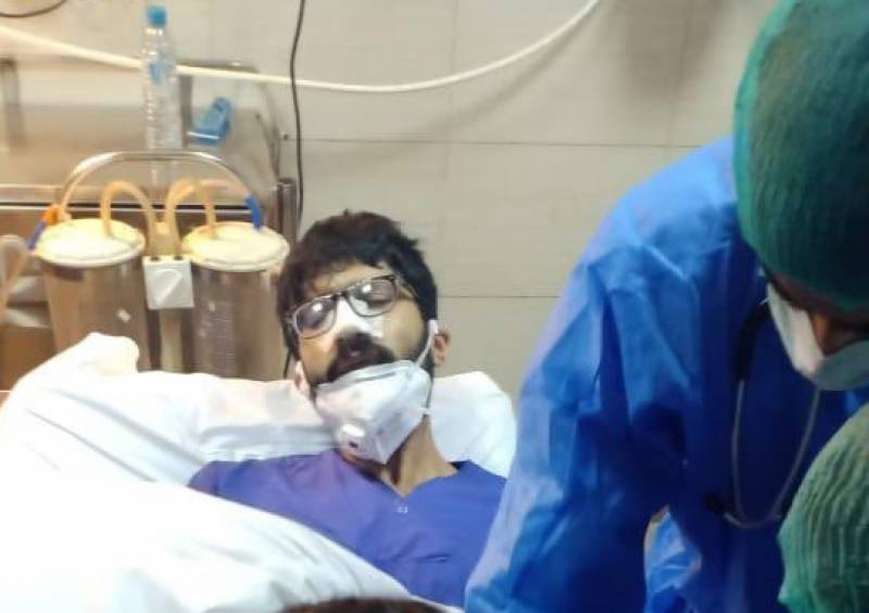 Doctor wounded after policeman opens fire inside Karachi hospital
