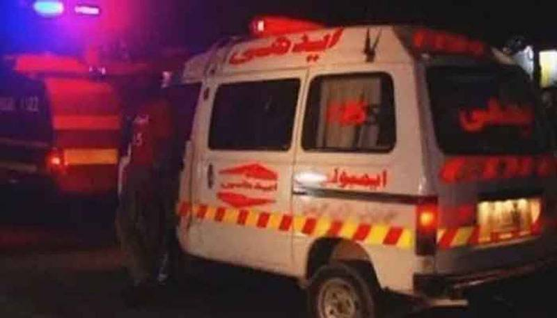 Two cops killed in Karachi road mishap