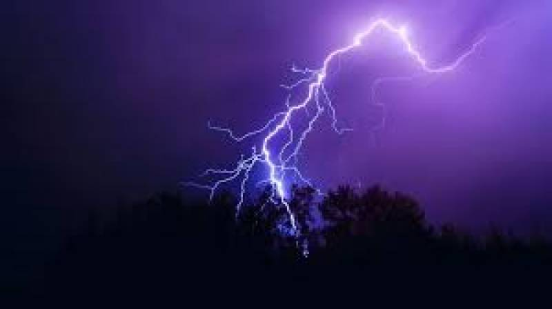 Lightning strike kills at least 107 in India
