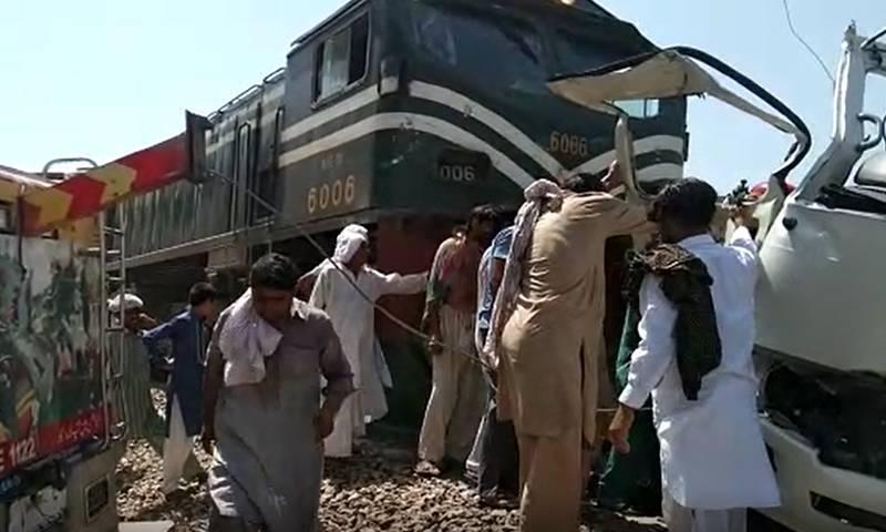 20 killed killed as Shah Hussain Express hits coaster, carrying Sikh pilgrims near Sheikhupura