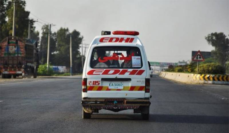 Six killed, 30 injured in road mishap near Nawabshah