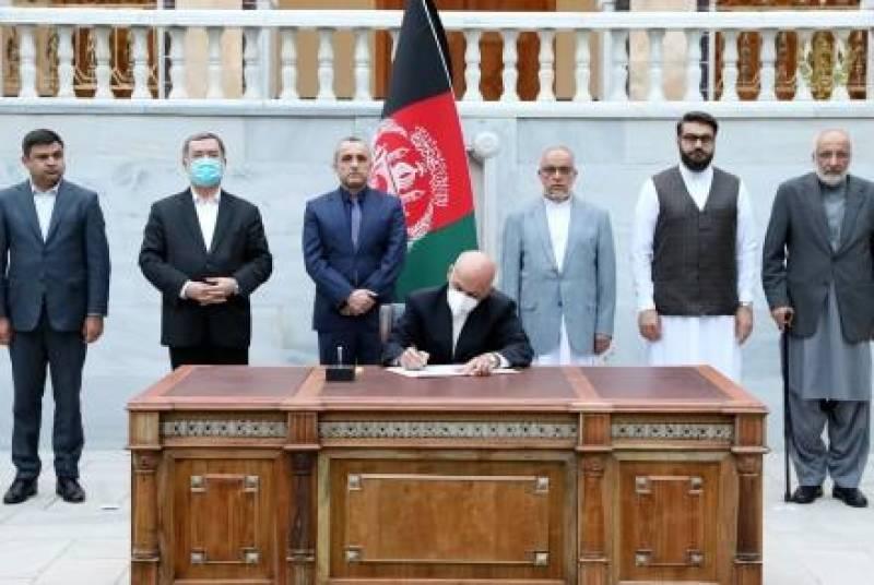 Afghan President Ghani signs decree to free 400 high-value Taliban prisoners