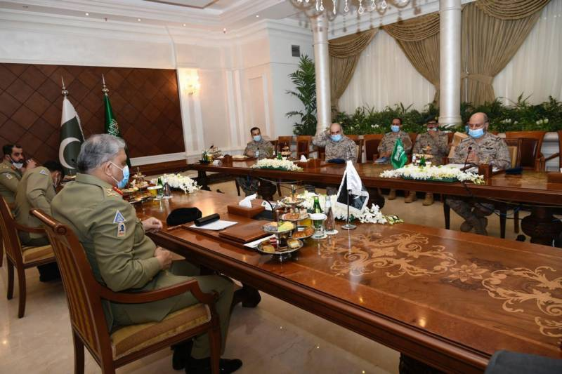 COAS Bajwa meets Saudi military chief in Riyadh