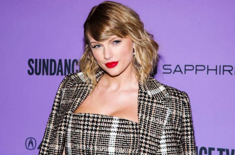 Taylor Swift gives away $30k to international student