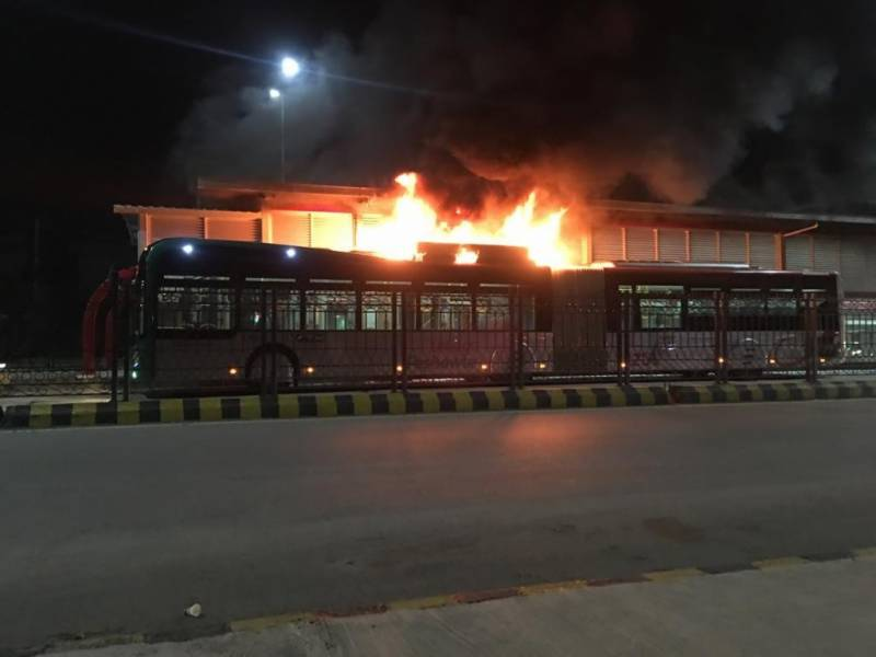 Peshawar BRT bus catches fire near Hayatabad — Video