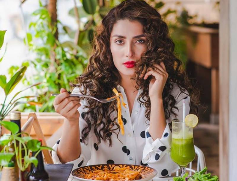 Ayeza Khan treats herself to some delicious looking spaghetti in recent Instagram post