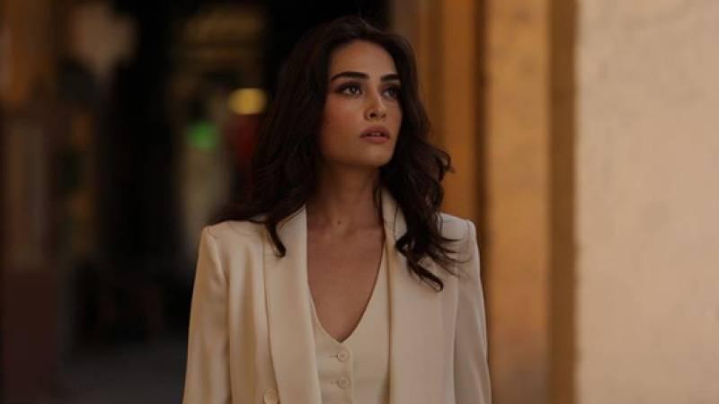 Esra Bilgiç proves to be the queen of clapbacks as she shuts down an internet troll