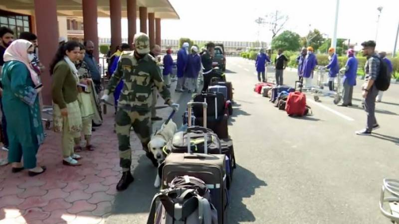 200 Pakistani stranded in India due to lockdown return via Wagah border