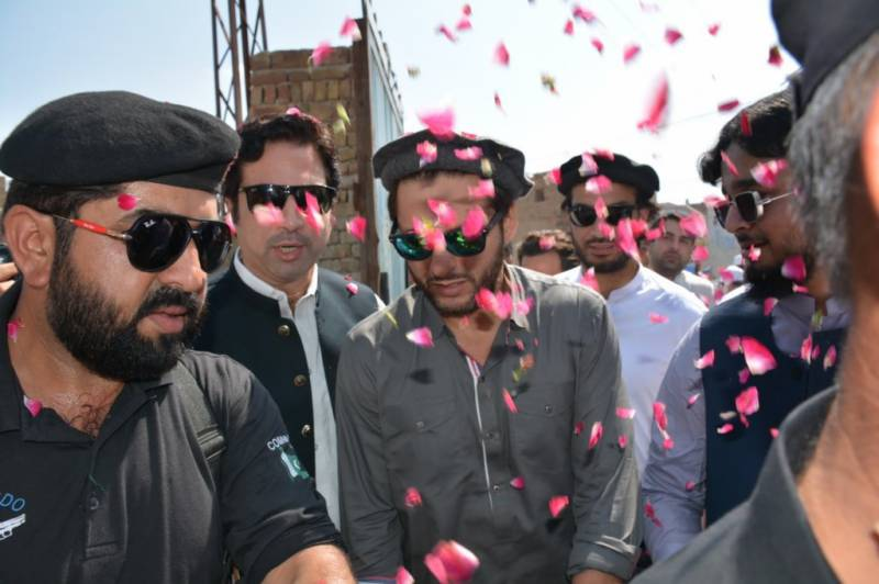 Shahid Afridi inaugurates library in Tank