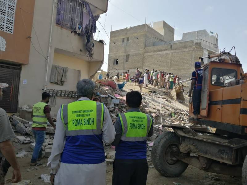 At least 2 killed in Karachi building collapse