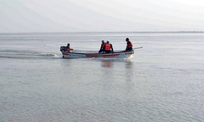 Two girls drowned, several missing after flood victims' boat turn turtle in Khairpur