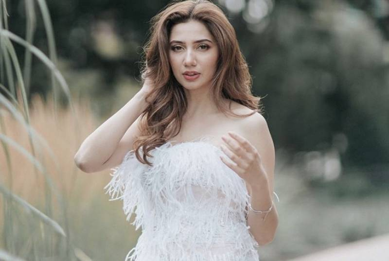 Mahira Khan looks flawless in latest pictures