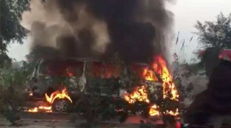 13 burnt alive after passenger vehicle catches fire in Sindh's Jamshoro