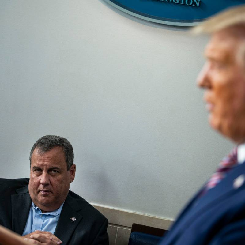Trump's adviser checks into hospital with COVID19