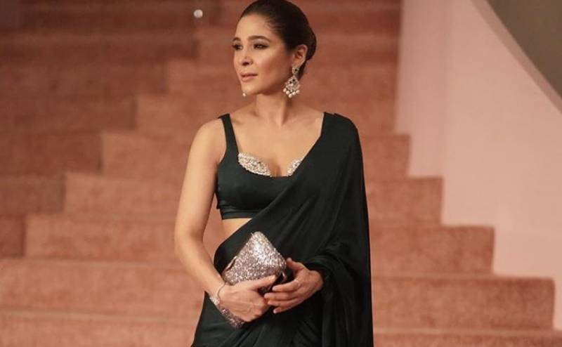 Ayesha Omar sparkles in an emerald saree at a recent fashion show