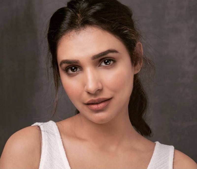 Amna Ilyas is disappointed at fellow celebs for promoting whitening creams