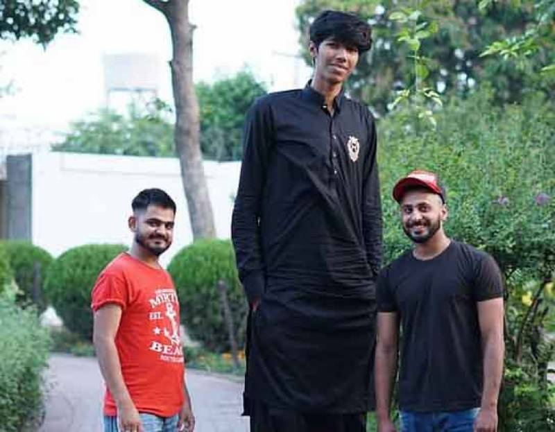 This giant Pakistani bowler aims to become world's tallest cricketer