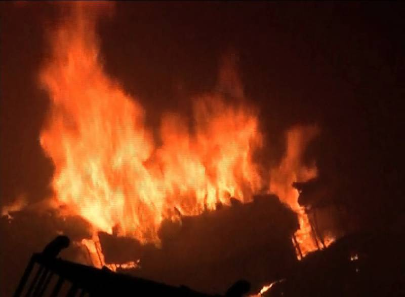 Man injured after huge fire erupted in Karachi's SITE factory