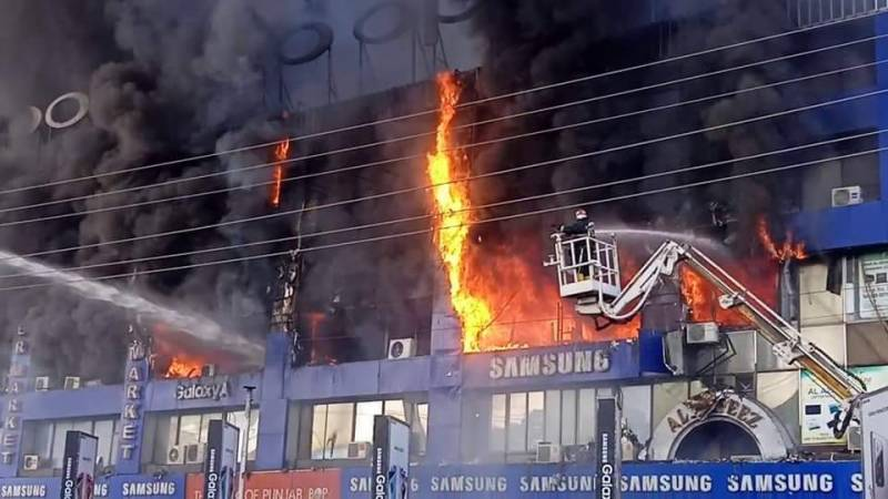 VIDEO— Over 40 shops destroyed in major Lahore's Hafeez Centre fire