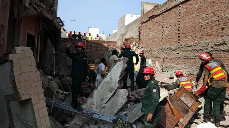 Roof collapse kills 5 of a family near Okara, 3 injured