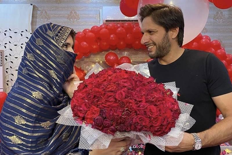 Shahid Afridi celebrates 20 years of marriage