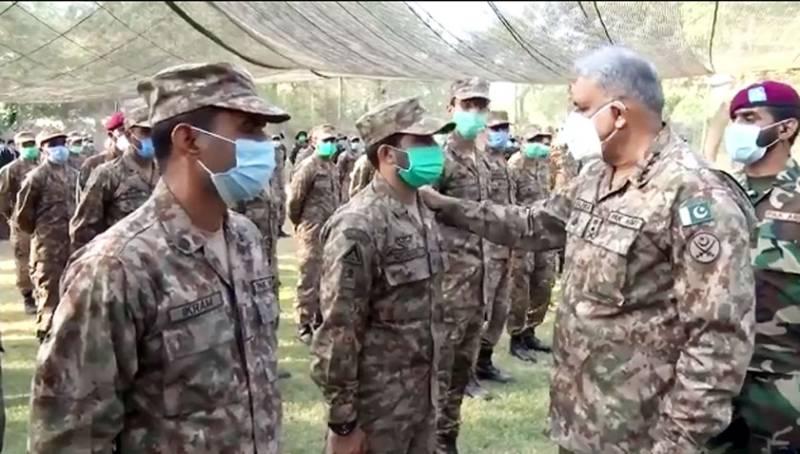 COAS Bajwa visits forward areas at Chamb sector along LoC