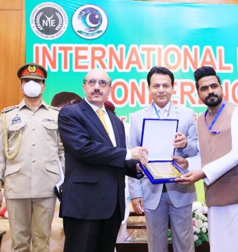 Ahsan Kamray conferred with Aitraf-e-Khidmat Award and Tamhga-e-Husn-e-Karkardagi awards