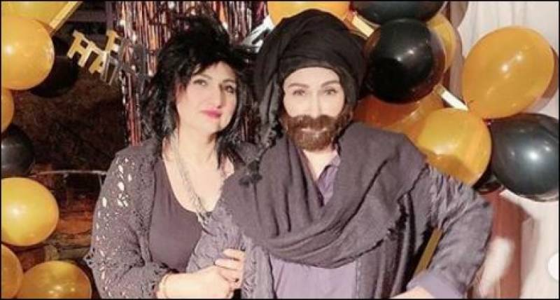 Reema Khan pays tribute to classic Pakistani film heroes with an epic transformation