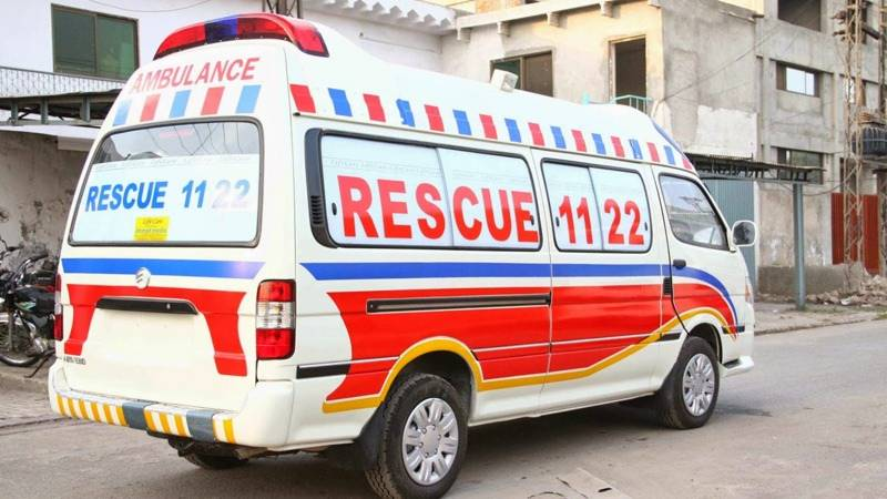 Woman gives birth to twins in ambulance